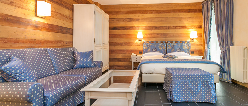 italy_courmayeur_hotel_scotiattolo_junior_suite_standard.jpg